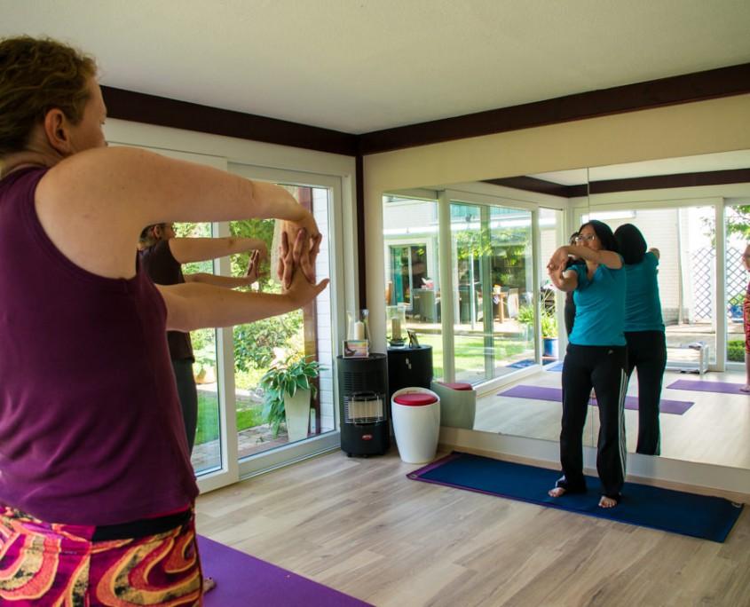 Foto vom Yoga-Unterricht in Lingen bei Lehrerin Minh Thu Brüggemann.